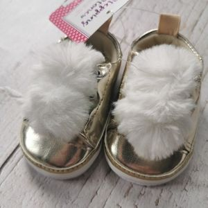 🌺4/20 NWT Infant Shoes with White Faux Fur Tops